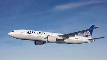 art-United-Airlines-Boeing-777-620x349.jpg